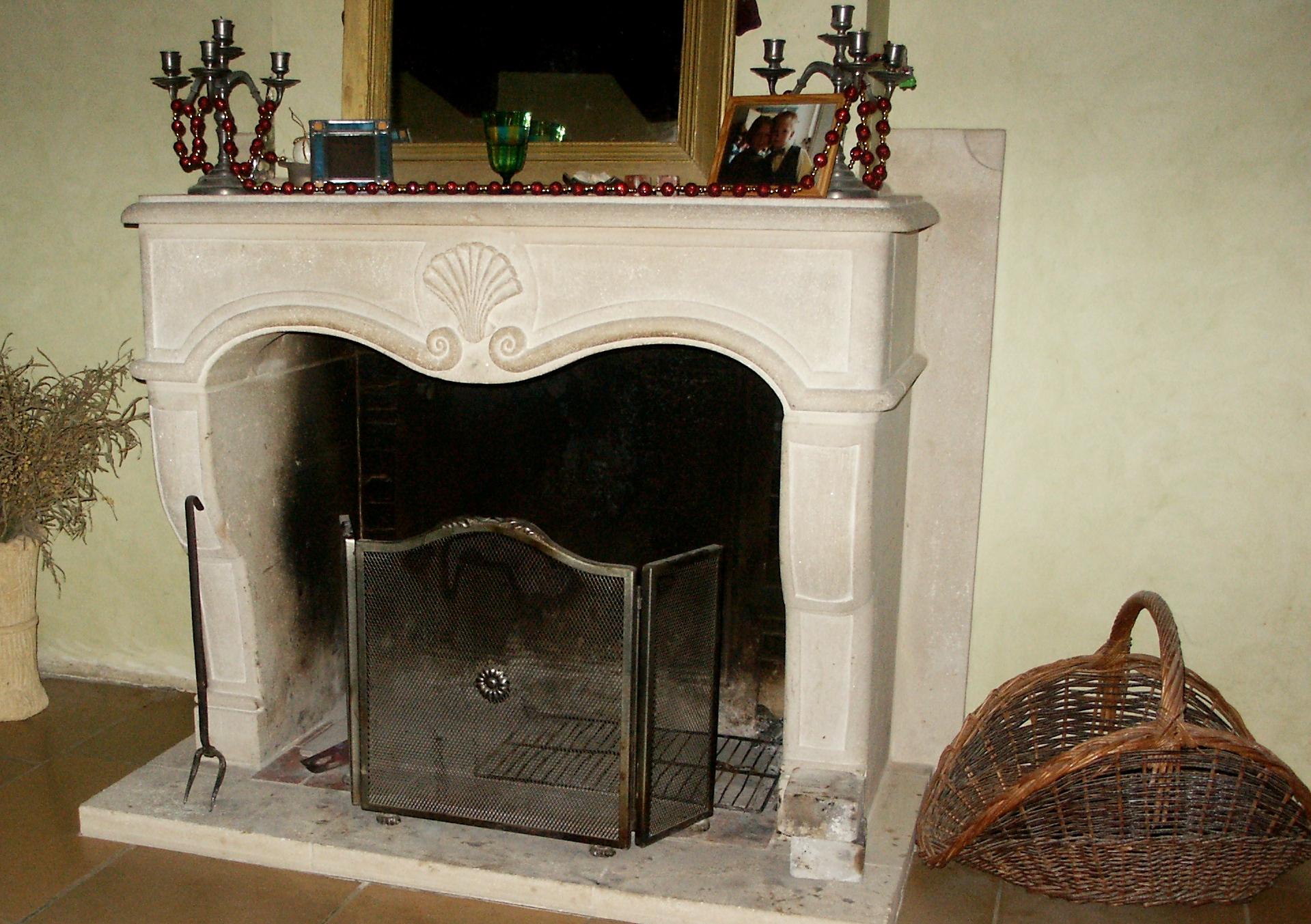cheminée-moulurée-lorraine-foyer-ouvert