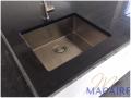 cuisine-granit-foncé-noir-black-zimbabwebois-pierre-evier-inox-sous-plan-2-1