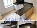 plan-de-travail-cuisine-granit-noir-cuir-moderne-cuisine-design-pierre-naturelle-sur-mesure-ilot-central