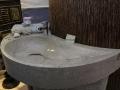 Vasques-salle-de-bain-arondie-pierre-naturelle-douche-ilo-central-couleur-bleu-vert